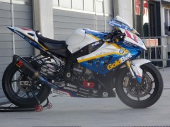 bmw s1000rr barrier.jpg