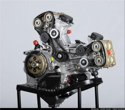 superbike: team ducati liberty, 2 piloti e ben 17 motori