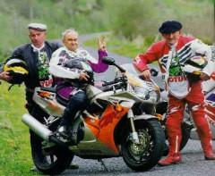 vecchi in moto.jpg